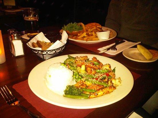 Emmett O'Lunney's Irish Pub : Stir fry chicken & vegetables - Gorgeous :)