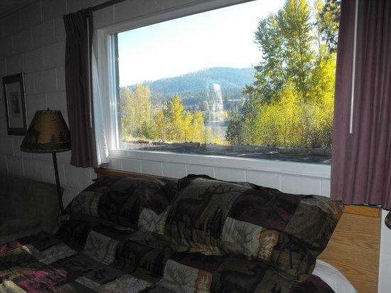 Eagle's Nest Motel: Jacuzzi suite view