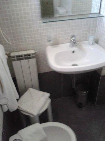 Hotel La Colonna: bagno pulitissimo