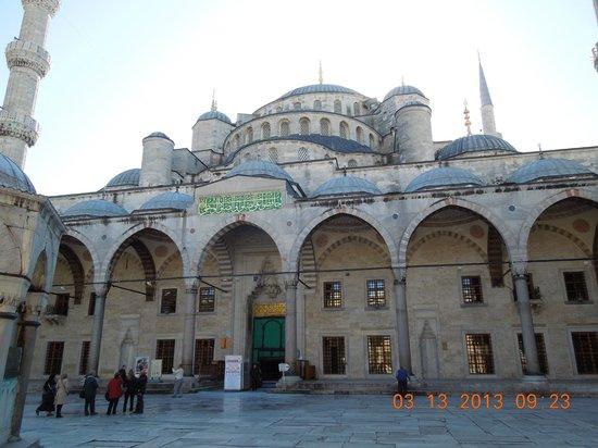 Neon Tours - Day Tours: Blue Mosque / Sultanahmet Mosque