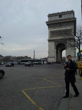 Hotel Neva - Paris: Av. Wagram - Entrada a Estacion de Metro CDG-Etoile
