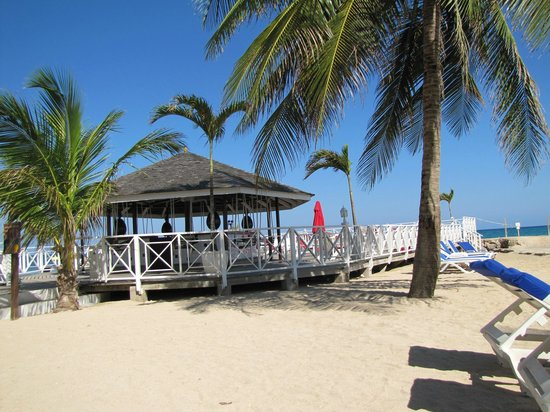 Royal Decameron Club Caribbean: Jetty bar (aka the swing bar)