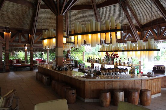 The St. Regis Bora Bora Resort: bar and lounge