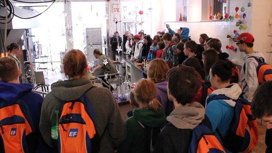 Atelier les Trois Corbeaux : l'atelier peux accueillir pus de 75 visiteurs à la fois