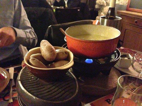 raclette et fondue pour 2 picture of pain vin fromage paris tripadvisor. Black Bedroom Furniture Sets. Home Design Ideas