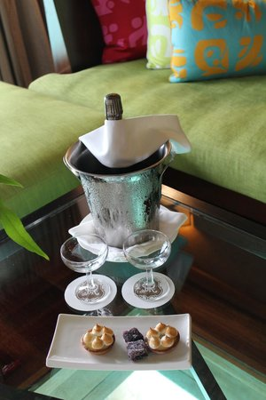 St. Regis Bora Bora Resort: honeymoon champagne and pastries