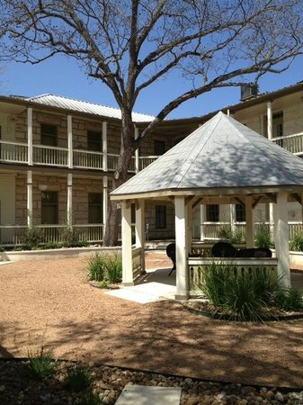 Hotel Faust: Gazebo in courtyard.  Great for relaxing with a glass of Texas wine!