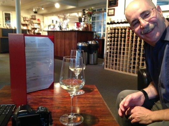 Glendeven Inn Mendocino: Wine Bar(n)