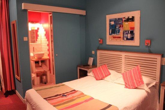 Cote Patio Hotel Nimes : CHAMBRE