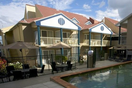 Toowong Inn & Suites: Pool & Sun deck