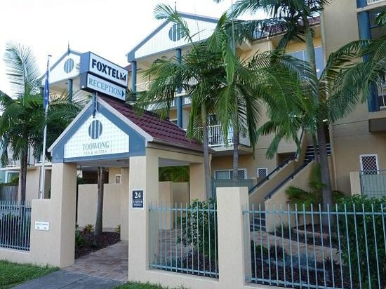 Toowong Inn & Suites : Enterance from the Right