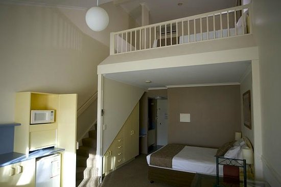 Toowong Inn & Suites: Loft Suite Both Levels