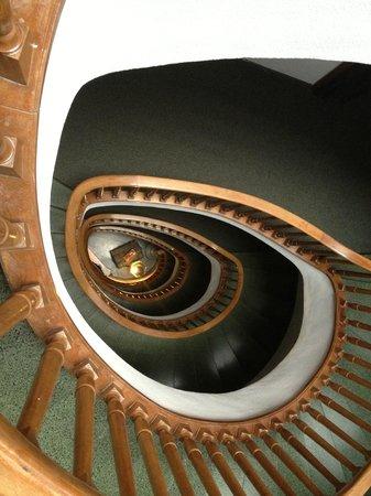 Hotel Primero Primera: Stairwell