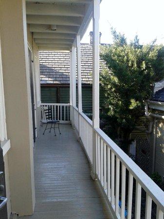 Inn on Ursulines: gallery/balcony near our room
