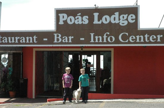 Poas Lodge and Restaurant: My boys with the wonderful girl
