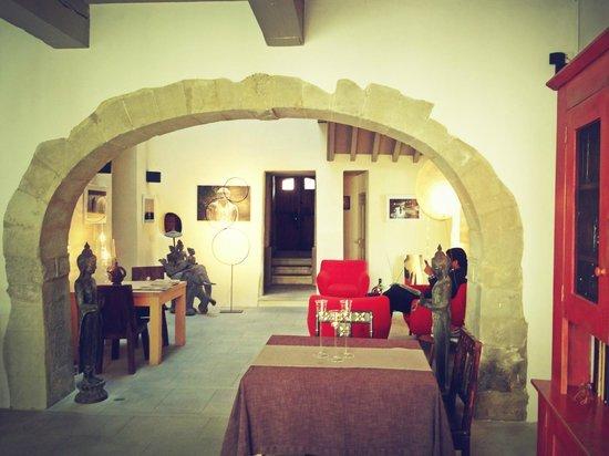 La Maison sur la Sorgue - Esprit de France: Dining area