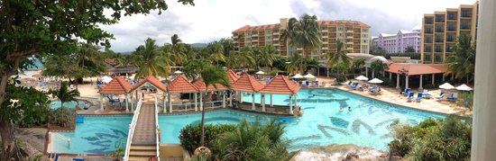 Jewel Dunn's River Beach Resort & Spa, Ocho Rios,Curio Collection by Hilton: Looking over the pool