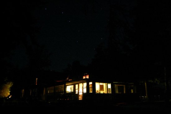Covewood Lodge: Yes, that's the Big Dipper hanging over our cabin.