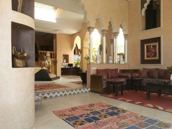 Hotel Temple des Arts: Vue du lobby dans le salon