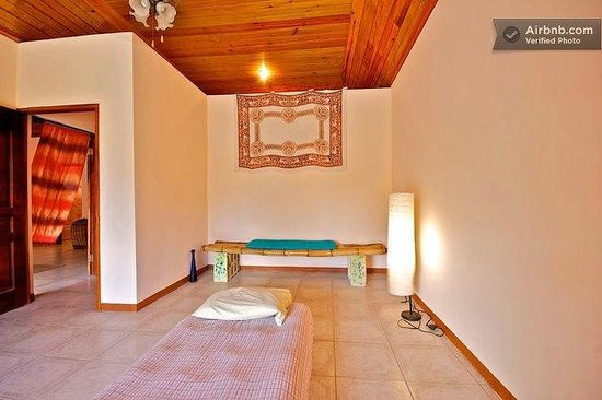 Dolphin Bay Yoga Guest House: Cool, Relaxed Environment