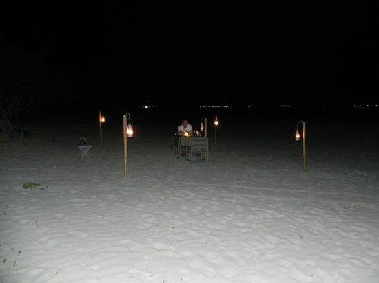 Wild Beach Resort and Spa: cena romatica in spiaggia