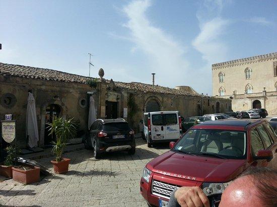 Al Castello Donnafugata: Entrata del locale