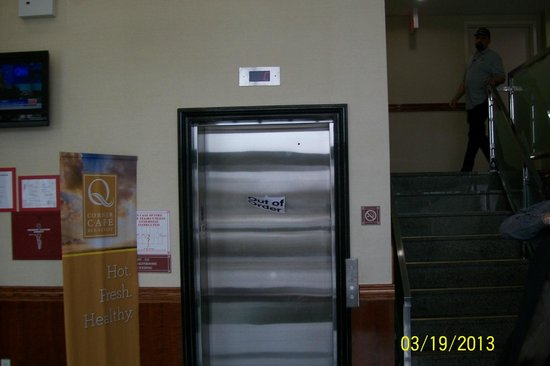 Quality Inn Woodside: broken elevator(they didn't put Out of Order signs on the other floors til the day before we lef