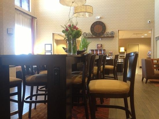 Hampton Inn & Suites Williston: Eating area