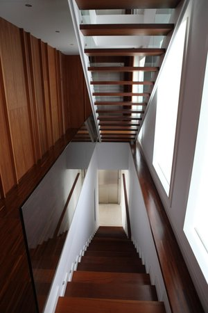 LeSept Boutique Apartments: Escaleras
