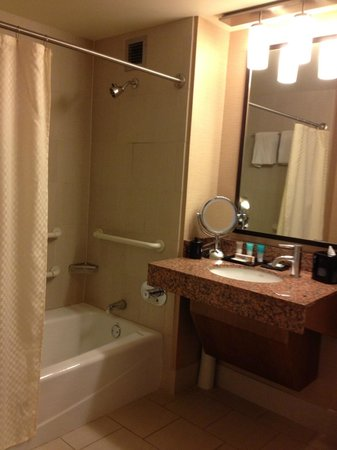 Hyatt Regency Denver At Colorado Convention Center: bath - combo tub
