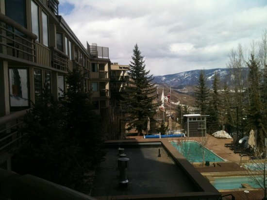 The Westin Snowmass Resort: pool/hot tub side