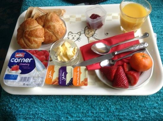 Latymer Guest House: continental breakfast delivered to my room - yummy!