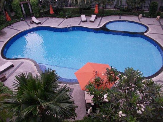BS Residence Suvarnabhumi: Swimming Pool