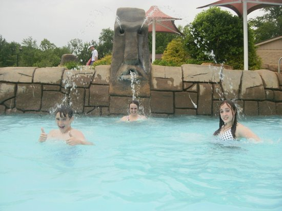 Holiday World & Splashin' Safari: Wave Pool