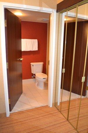 Courtyard Denver Southwest/Lakewood: Bathroom