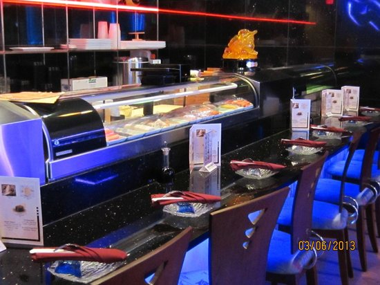 East Moon Asian Bistro : Watch Sushi being made...