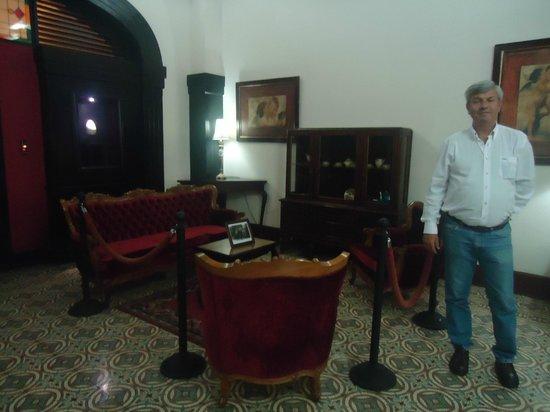 Gran Hotel Costa Rica: Muebles y cuadros antiguos