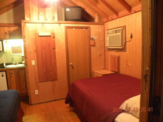 Moab Valley RV Resort & Campground: Cabin looking in (door is bathroom), A/C