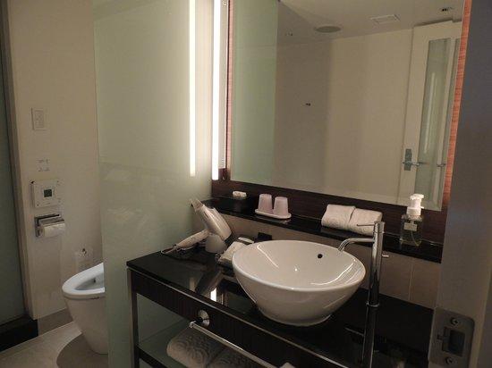 Hotel Granvia Hiroshima: Spotless bathroom