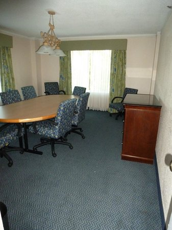Embassy Suites by Hilton Brunswick: Ensuite Conference room