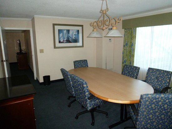 Embassy Suites by Hilton Brunswick : Ensuite conference room