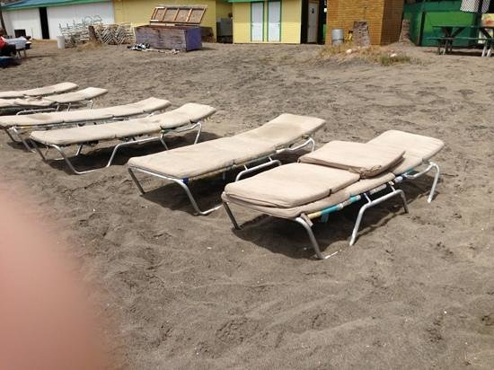Frigate Bay : would you want to use these beach chairs...