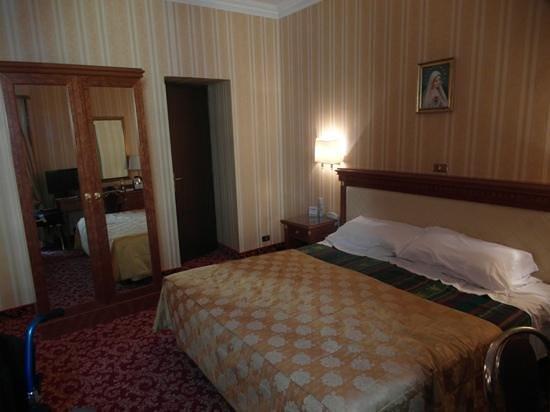Hotel Pace Helvezia: room