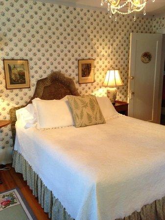 Hilltop House  Bed & Breakfast: Cottage Room