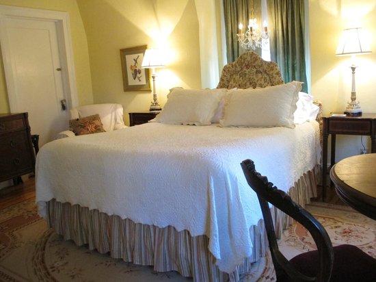 Hilltop House  Bed & Breakfast: Sunshine Room