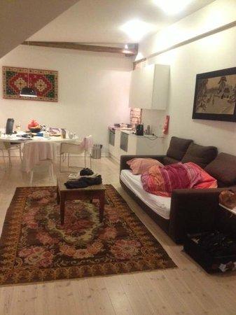 أبارتمنتس كيه: Spacious living room