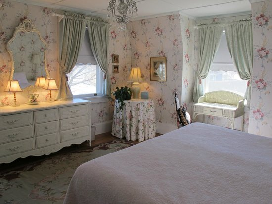 Hilltop House  Bed & Breakfast: Roses Room