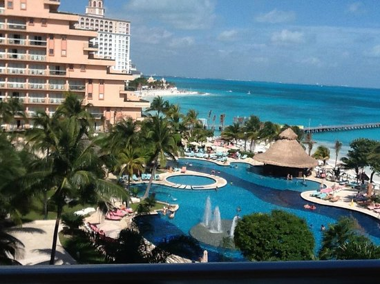 Grand Fiesta Americana Coral Beach Cancun: This is the view from our Ocean front room on the west side