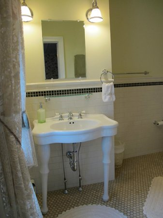 Hilltop House  Bed & Breakfast: Washington private bath