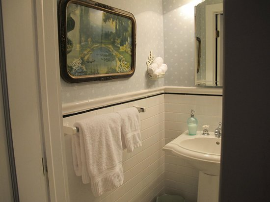 Hilltop House  Bed & Breakfast: Cottage private bath